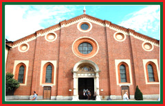 View the renaissance architecture of the Santa Maria delle Grazie.